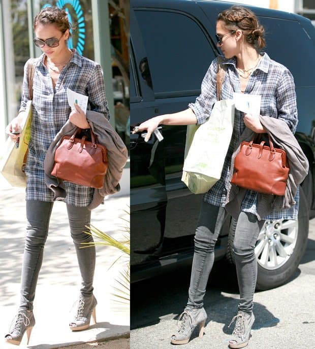 Jessica Alba tucking her jeans into her boots