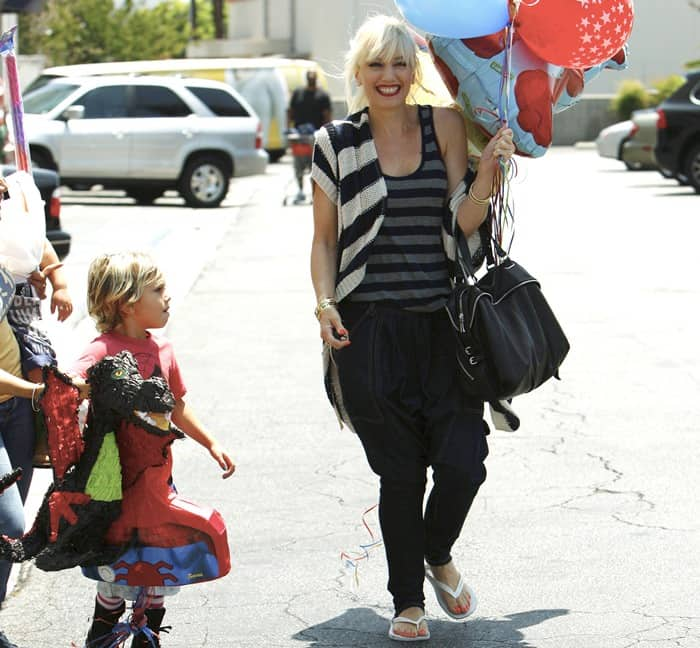 Gwen Stefani kept 4-year-old Kingston and 2-year-old Zuma cool and comfy in summer boots, while she wore hammer pants -- in denim