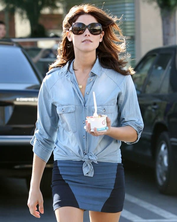 Ashley Greene heads to a nearby Pinkberry to get herself a cold treat in Studio City, California, on October 1, 2010