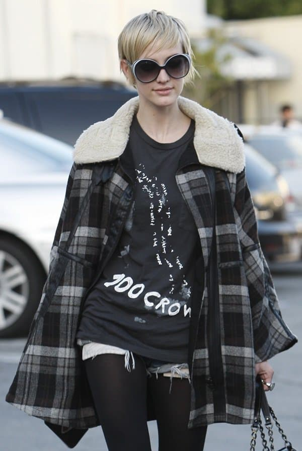 Ashlee Simpson had her hair done at the Andy Lecompte Salon in West Hollywood, California on December 10, 2010