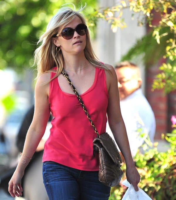 Reese Witherspoon stops to pick up some food in Brentwood on March 10, 2011