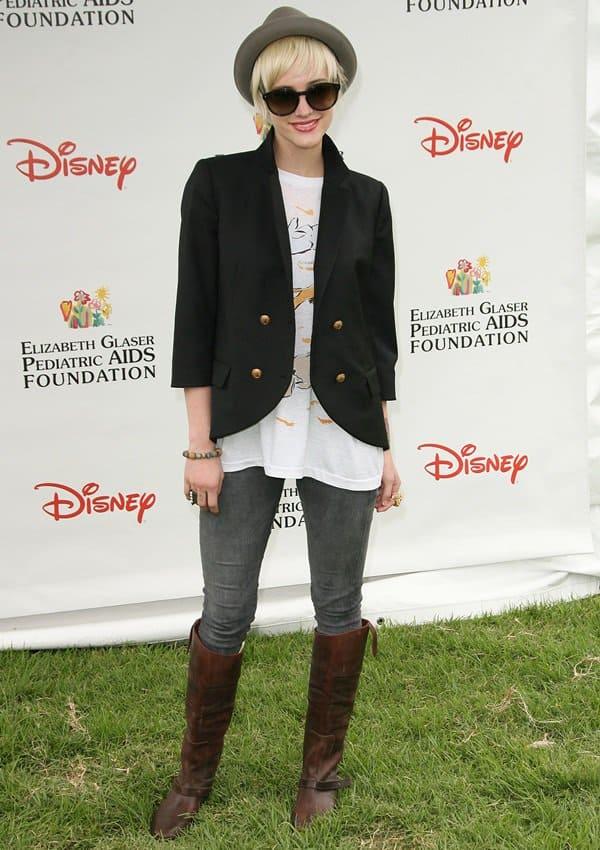 Ashlee Simpson rocks James Jeans Twiggy leggings in slate