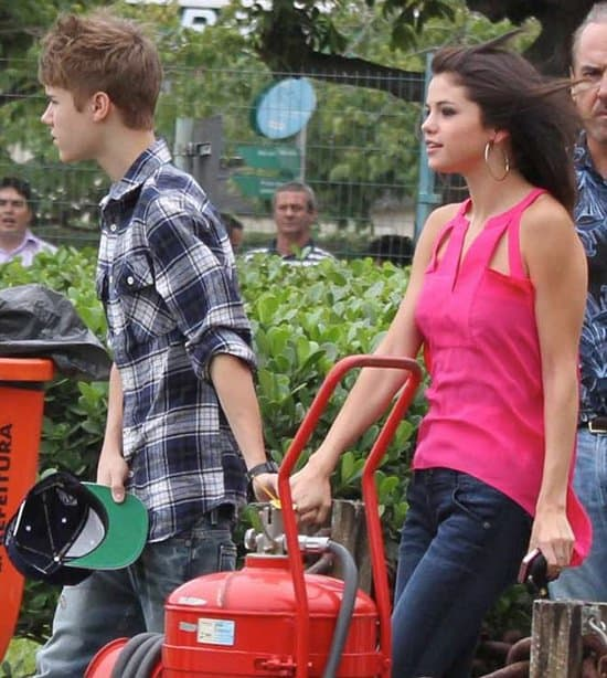 Selena Gomez holding hands with Justin Bieber as they go for a helicopter ride in Rio de Janeiro