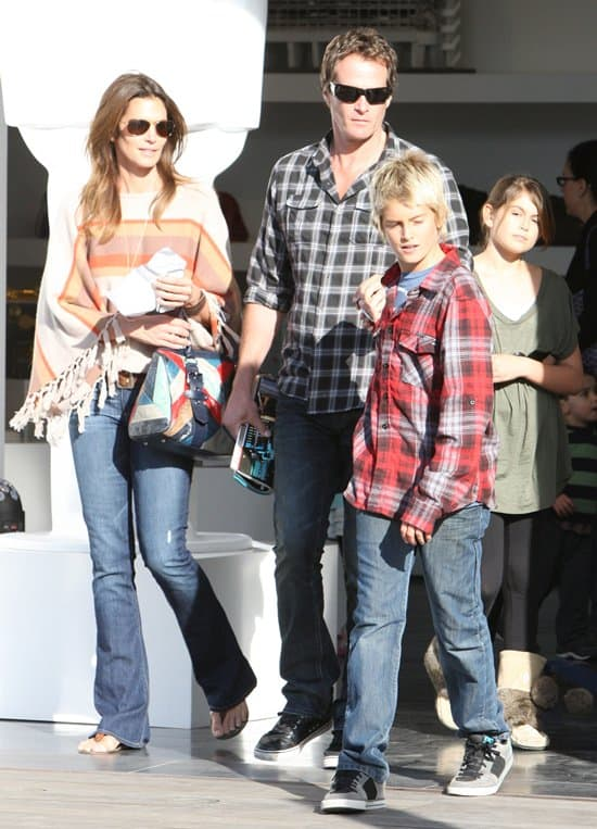 Cindy Crawford wears Paige Lou Lou jeans while out with her family
