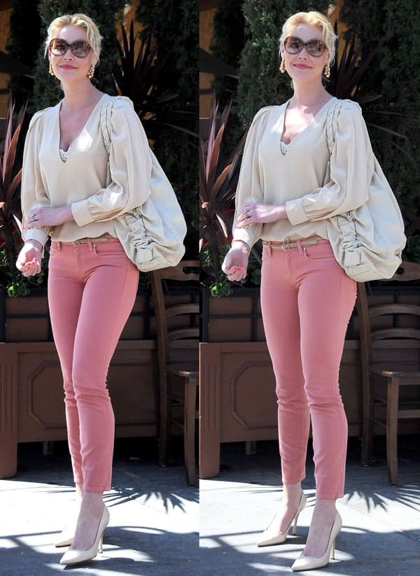 Katherine Heigl wearing Henry & Belle Ideal skinny jeans outside Il Pastaio