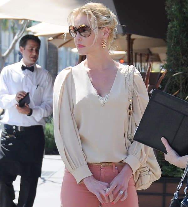 Katherine Heigl styled her rose jeans with a nude ruffled shirt