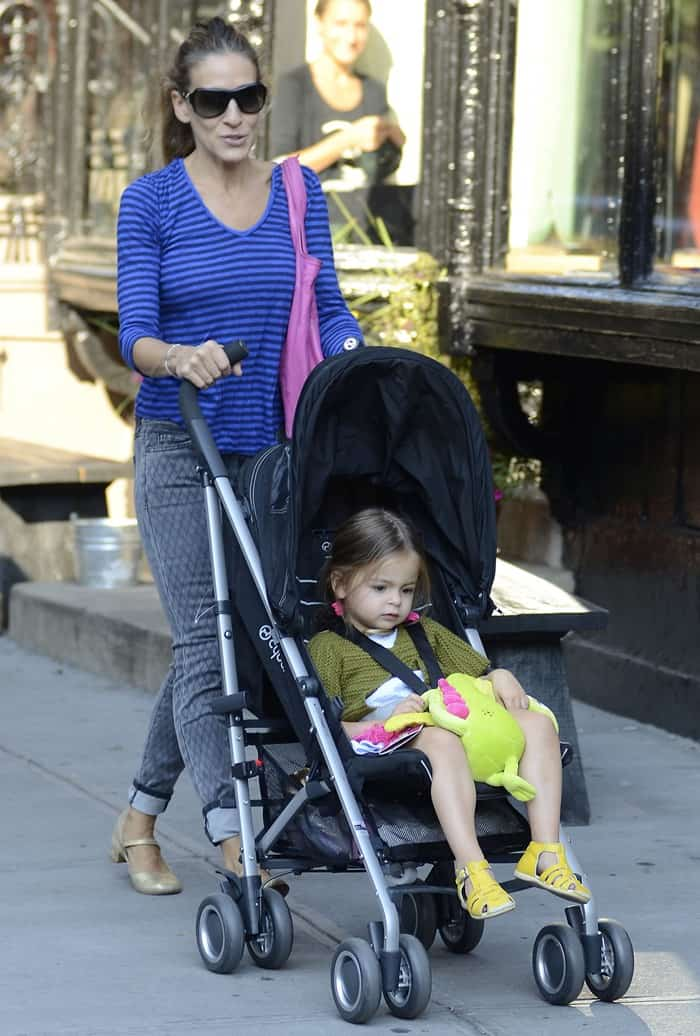 Sarah Jessica Parker seen taking her twin daughters Marion Loretta Elwell and Tabitha Hodge to school