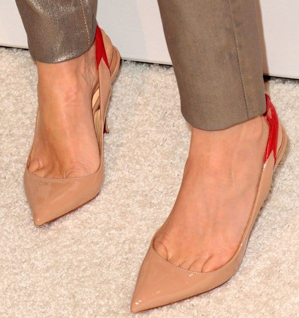 Naomi Watts showing toe cleavage in Christian Louboutin pumps