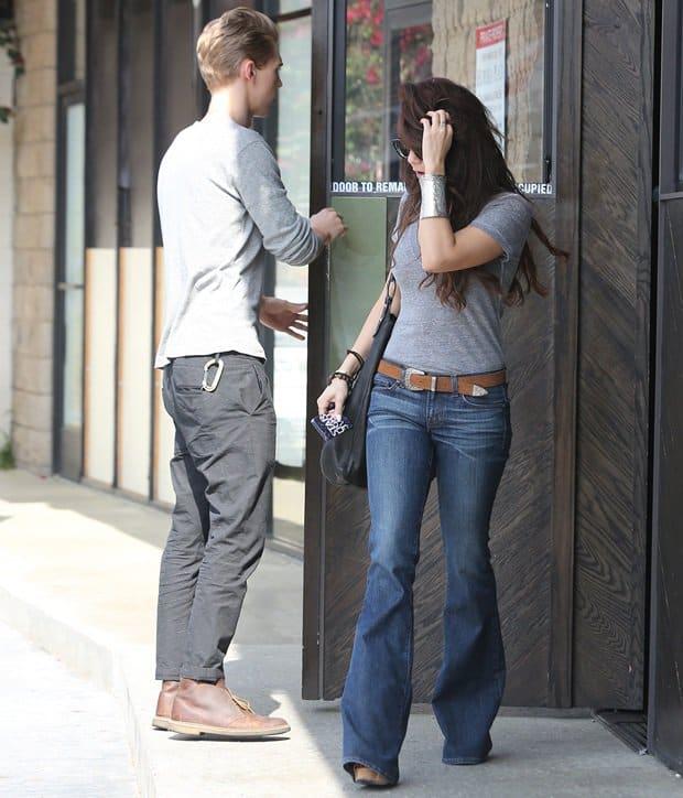 Vanessa Hudgens heading out with boyfriend Austin Butler to Sugarfish