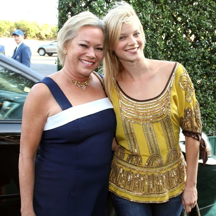 Actress Amy Smart (right) and her mother Judy arrive at the 15th Annual Environmental Media Awards