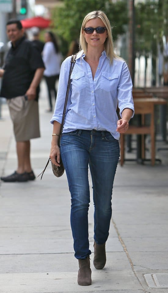 Amy Smart styled skinny jeans with a checkered button-down top