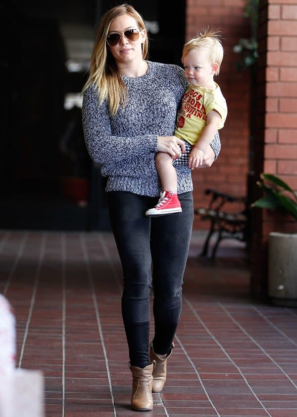 Hilary Duff wearingstepped-hem skinnies by J Brand and a Rag & Bone pullover