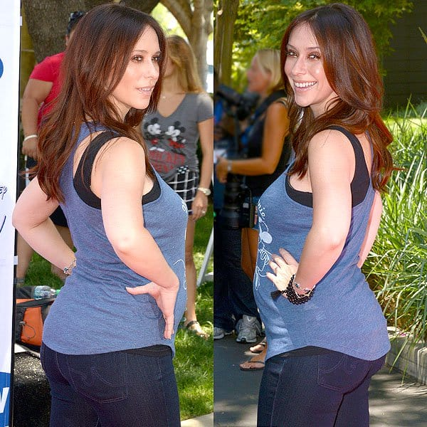 More angles of Jennifer Love Hewitt in her maternity jeans