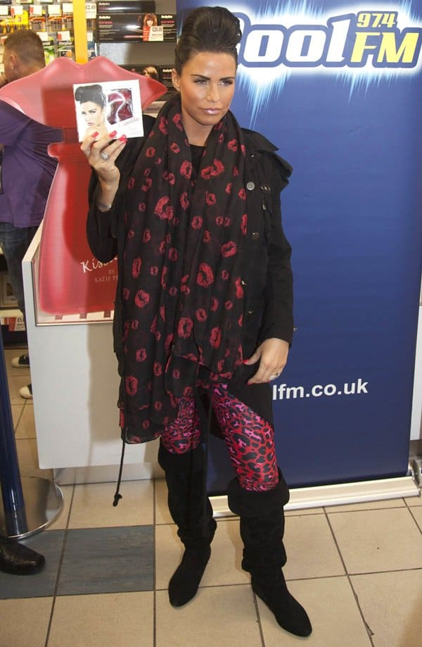 Katie Price sported a black jacket paired with pink leopard leggings and knee-high booties