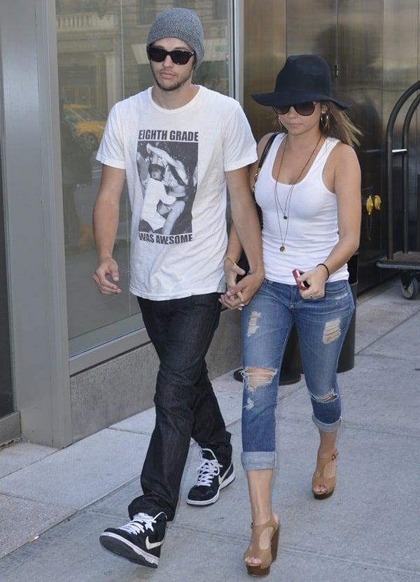 Sarah Hyland and boyfriend Matt Prokop in New York City