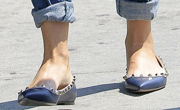 Reese Witherspoon'snavy blue Valentino Rockstud flats