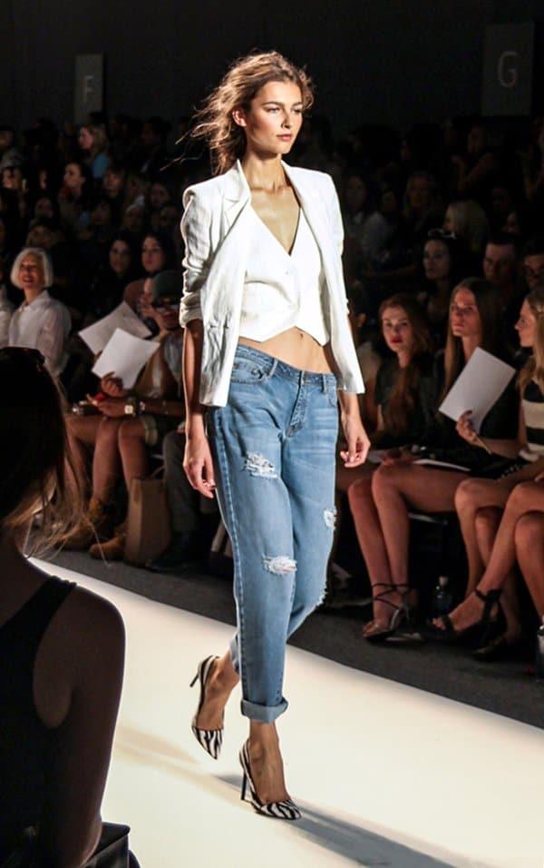 Model rocks Rachel Zoe's distressed boyfriend jeans