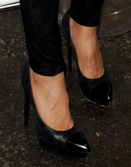Heidi Klum wearing Saint Laurent pumps