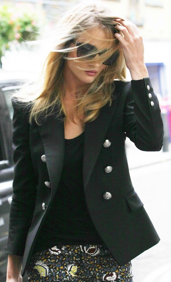 Rosie Huntington Whiteley walked around in Balenciaga paisley-pattern skinny jeans, which she paired with a sharp-looking Balmain wool blazer with gorgeous structured shoulders
