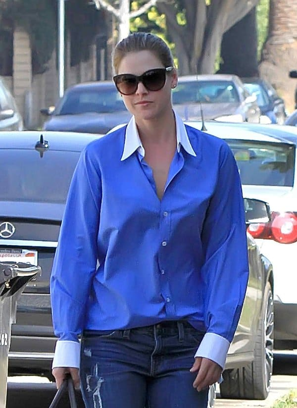 Ali Larter styled her '70s jeans with a button-down shirt