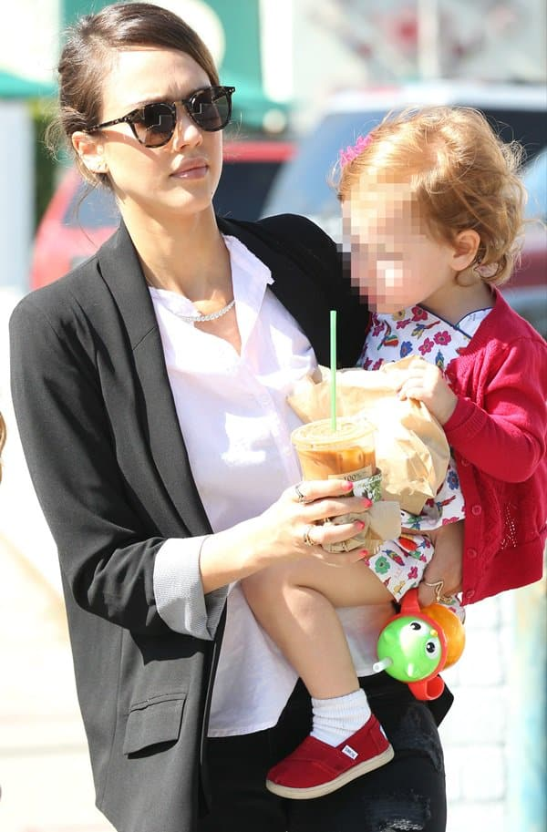 Jessica Alba and daughter Haven leaving Urth Caffe to go shopping at Rag & Bone