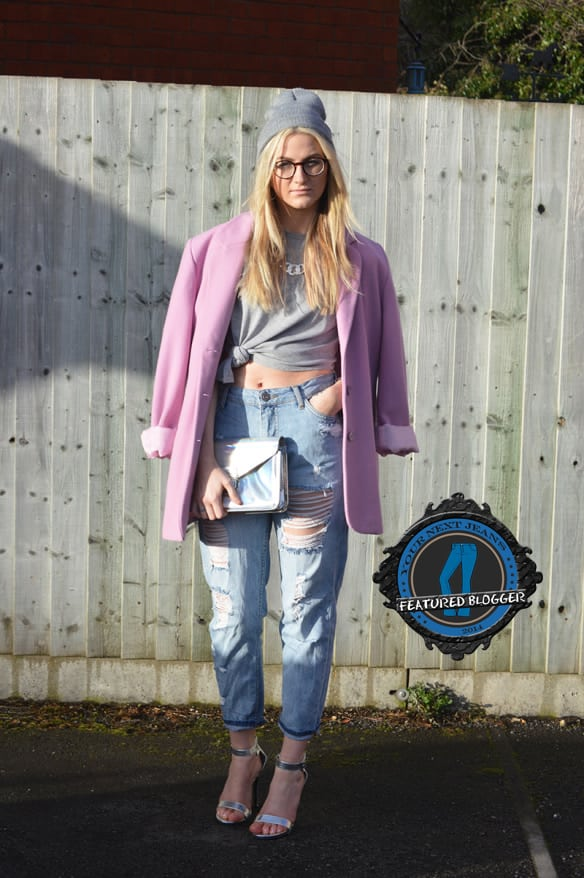 Kira wears a pastel-colored oversized blazer with ripped boyfriend jeans