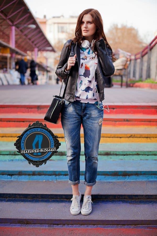 Viktoriya wears jeans with a leather jacket and sneakers