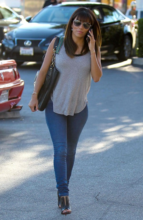 Eva Longoria wears super skinny jeans from Henry & Belle