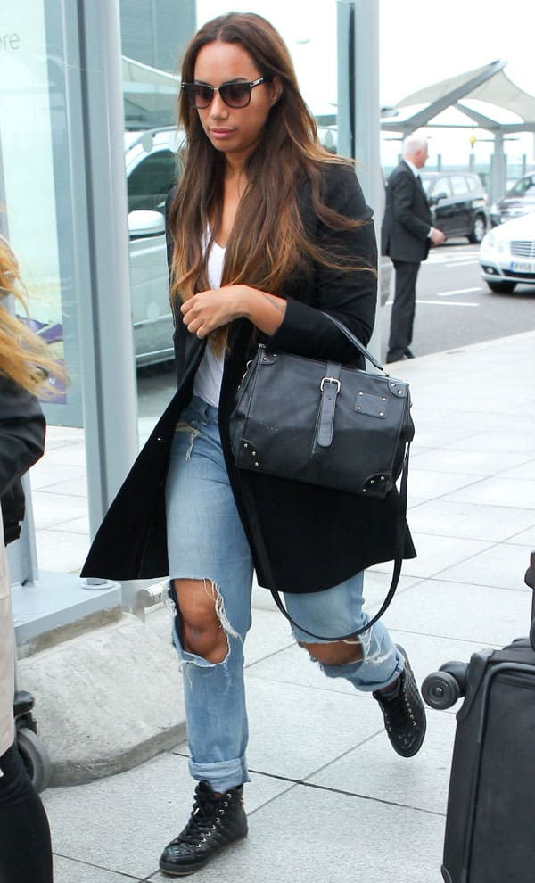 Leona Lewis rocks ripped mommy jeans with sneakers