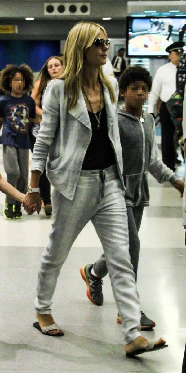 Heidi Klum styled herslim-fitting drawstring pants with a blazer