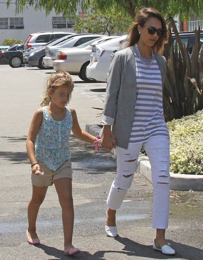 Jessica Alba spotted at Mrs. Winston's Green Grocery with her daughter