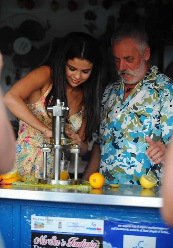Selena Gomez enjoys a day off in Ischia with friends in Ischia