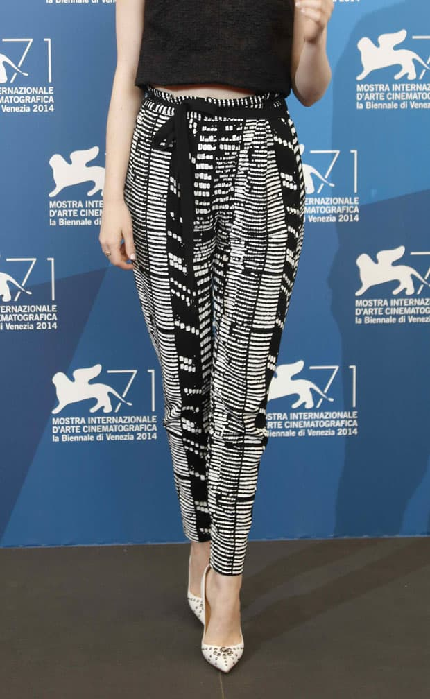 Emma Stone's black/white woodblock printed viscose crêpe pants
