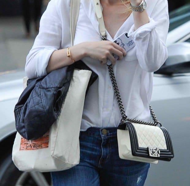 Dakota Fanning carries a Chanel Boy bag in SoHo, Manhattan, New York City