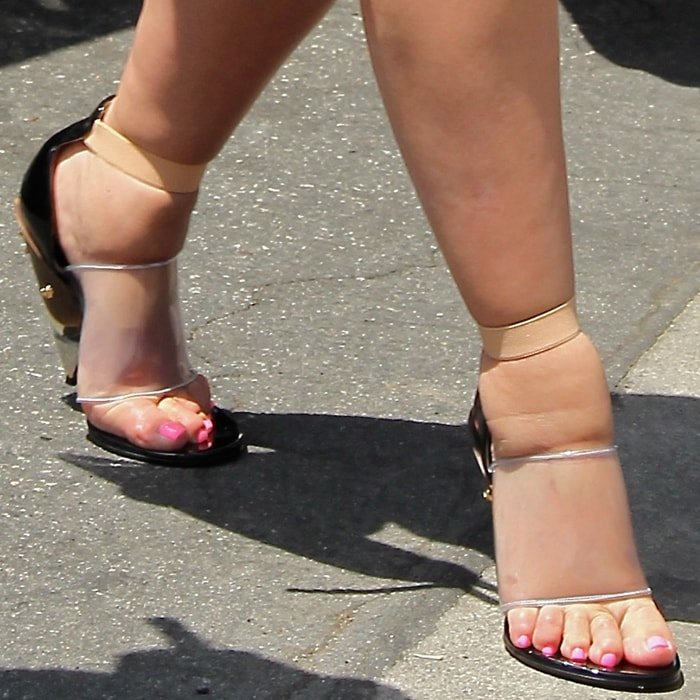 A pregnant Kim Kardashian shows off her feet a month before giving birth to North West