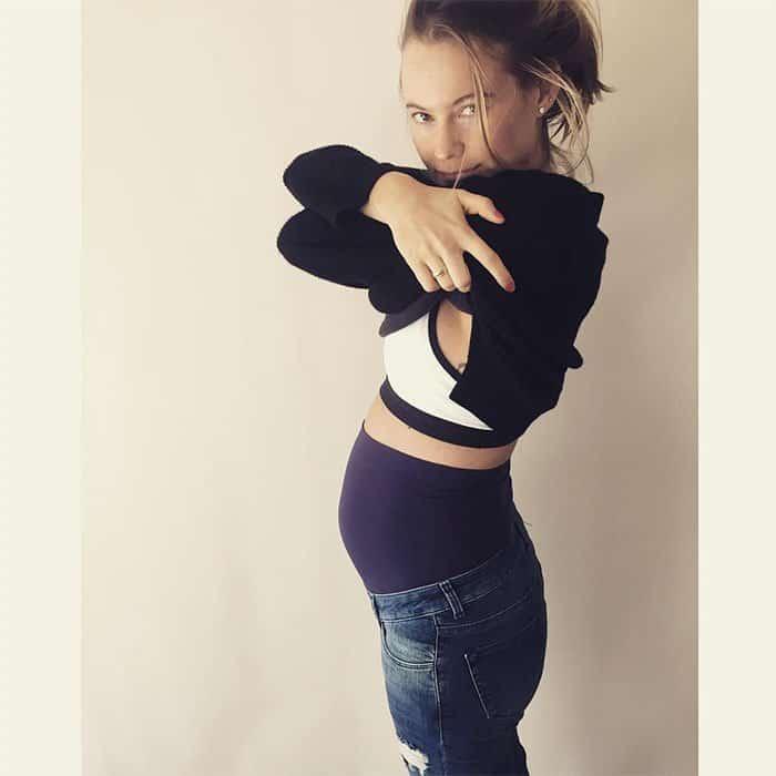 Behati Prinsloo maternity jeans 1